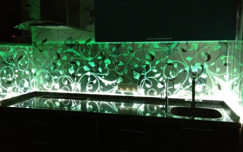 Стеклянный фартук с подсветкой для кухни своими руками 47