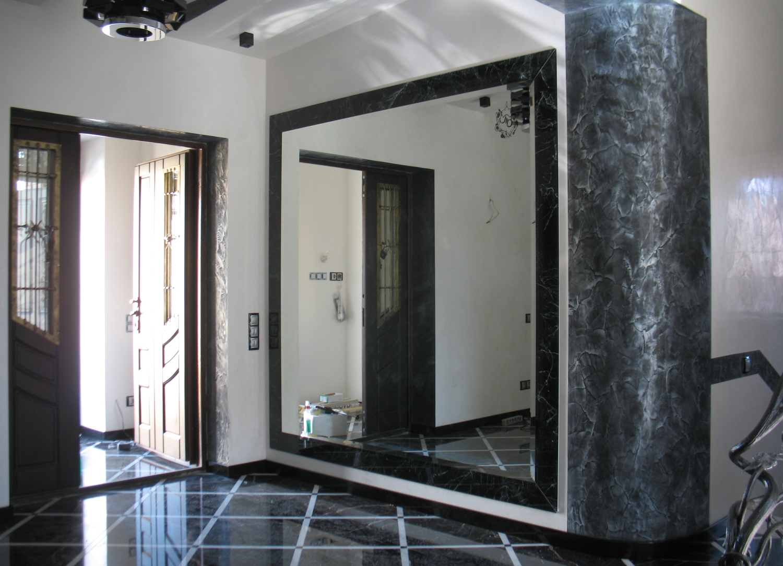 Большое зеркало в прихожей фото